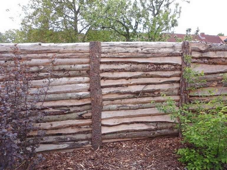 Забор из горбыля горизонтальный